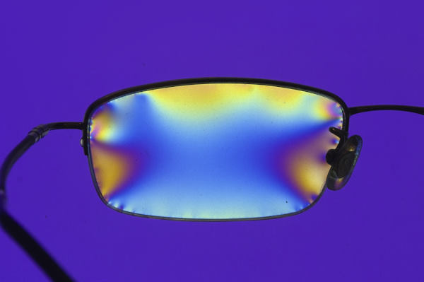 Polarised glasses counter IOL glistening?